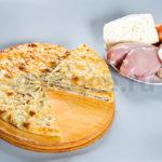Осетинский пирог с курицей, грибами и сыром фото