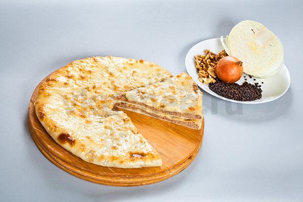 Осетинский пирог с капустой и грецкими орехами фото